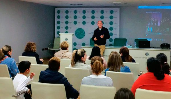 El Dr,. Rodríguez Carrión impartiendo el taller