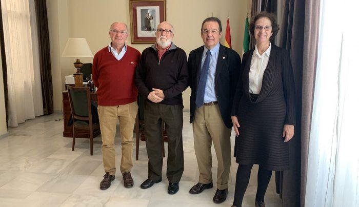 Antonio Rodríguez Carrión, Juan Antonio Repetto López (presidente del Colegio), Gaspar Garrote Cuevas (Secretario General) y Carmen Sebastianes Marfil (Vicepresidenta)