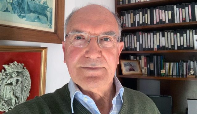 Antonio Rodríguez Carrión en su casa