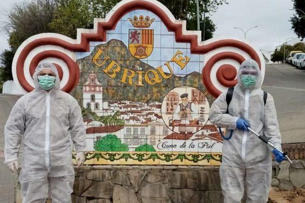 Miembros de la Armada desinfectando Ubrique